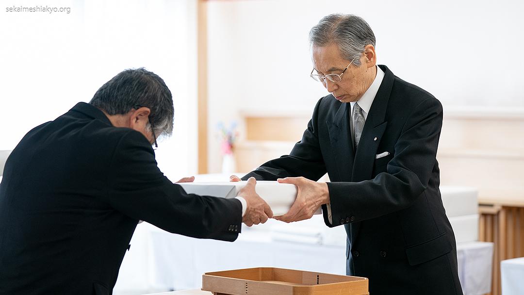 Kyoshu-Sama realiza Cerimônia de Entrega de Material Litúrgico – Outorga de 253 materiais litúrgicos, incluindo Imagens da Luz Divina e Imagem Divina de Meishu-Sama –