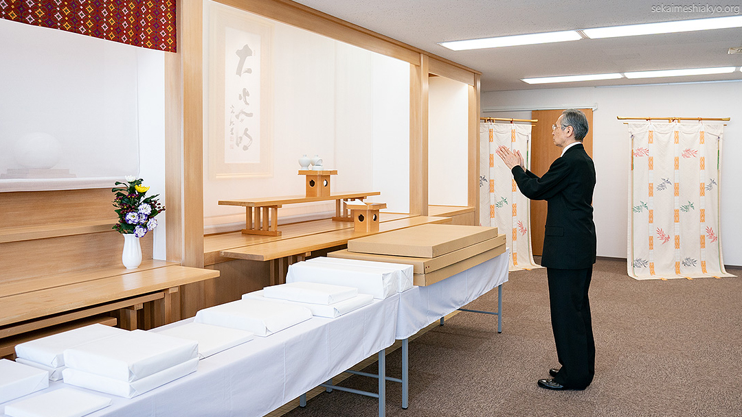Presentation of Sacred Objects officiated by Kyoshu-sama